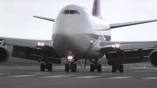 Download B747  LANDING IN CROSSWIND @ DONCASTER AIRPORT (UK)
