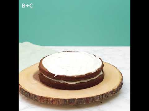 How to Make Naked Applesauce Cake
