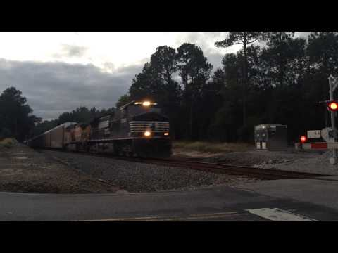 NS 28T w/ a UP unit heads down the SC line in Columbia, SC