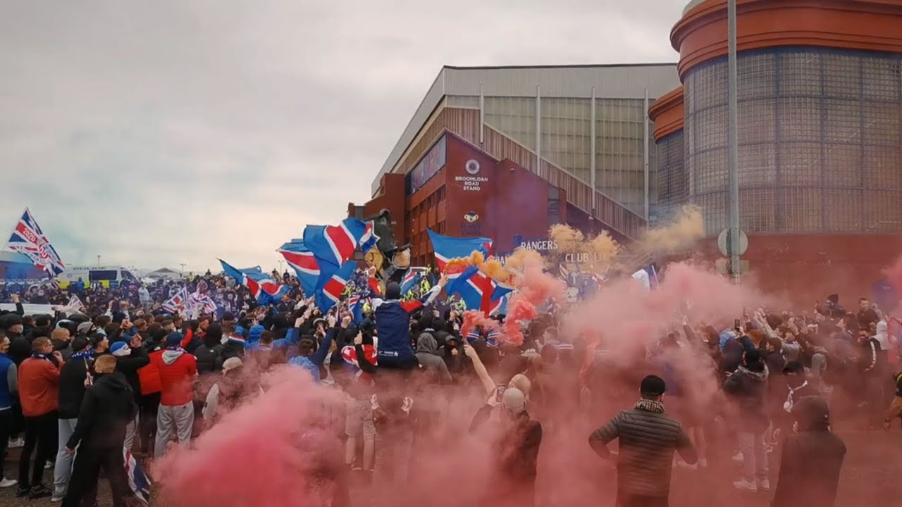 RANGERS FANS WELCOME THE TEAM TO IBROX - 06/03/21 (Title Party)