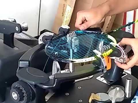Stringing Badminton Raket Yonex Astrox 77