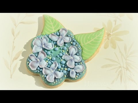 How to Pipe Royal Icing Lacecap Hydrangea on Sugar Cookies