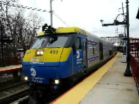 LIRR 650 accelerates out of Syosset