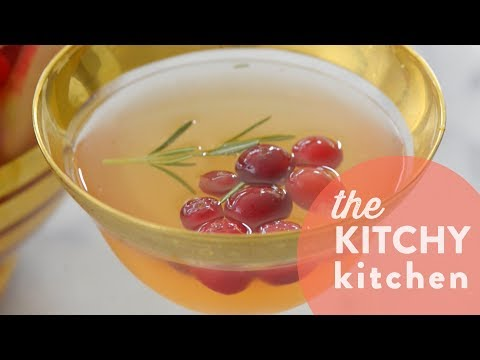 How to Make Fall Inspired Sangria // Living Deliciously