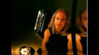Νίκος Καρβέλας - Θα μου περάσει - Official Video Clip