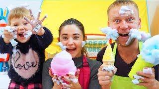 Download Мама и Папа играют в Магазин Мороженного с игрушками Nastya Play Video