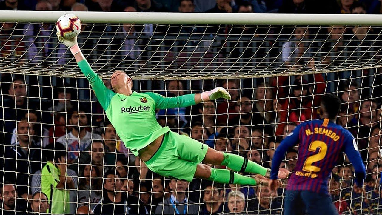 Top 10 Heroic Goalkeeper Performances In Football  HD