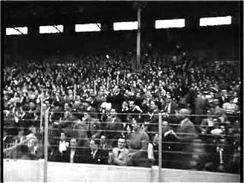 Záběry z fotbalového utkání kolem roku 1930