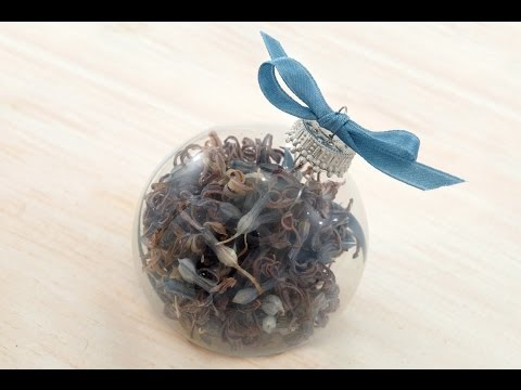 How-to Make a Dried-Flower Christmas Ornament
