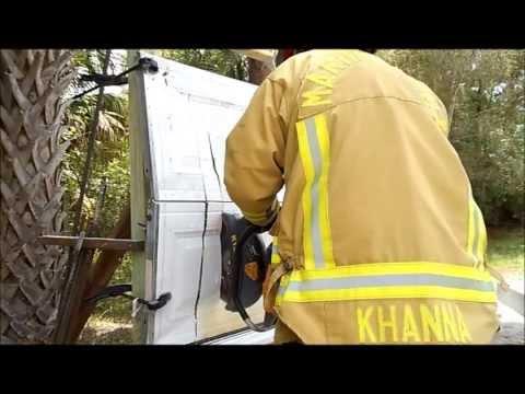 The EXTRACTOR Rescue Blade™ - Cutting Garage Door (Aluminum)