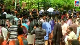 സംഘര്ഷ ഭരിതം, നിലയ്ക്കലില് ആള്ക്കൂട്ടത്തെ നിയന്ത്രിക്കാന് പൊലീസ് | Nilakkal | Sabarimala protest