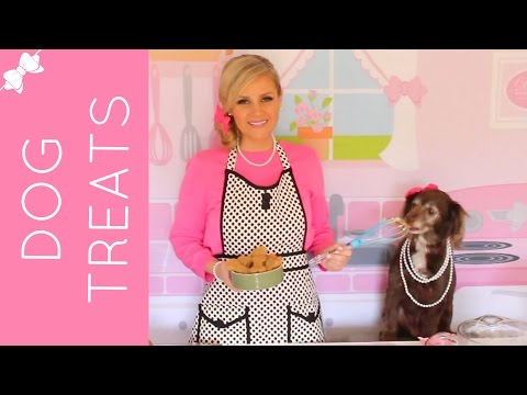 How To Make Homemade All-Natural Peanut Butter Dog Treats // Lindsay Ann Bakes
