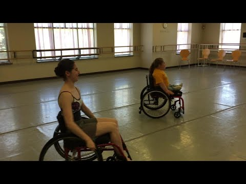 Milwaukee Ballet holds classes for kids in wheelchairs