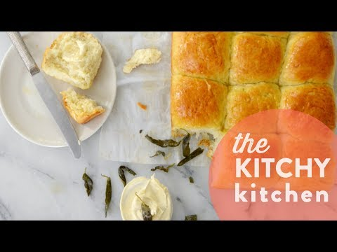 How to Make Dinner Rolls // Living Deliciously