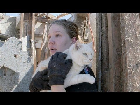 Mother and Kids Survive Tornado Under Mattress