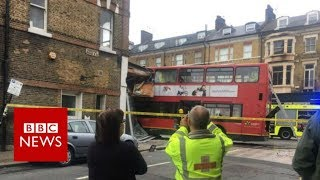 Footage from bus crash in Wandsworth - BBC News