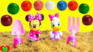 Minnie Mouse and Daisy Beach Adventure Magic Gumball Surprises