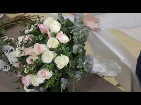 How to make a graceful Mixed Roses Bouquet