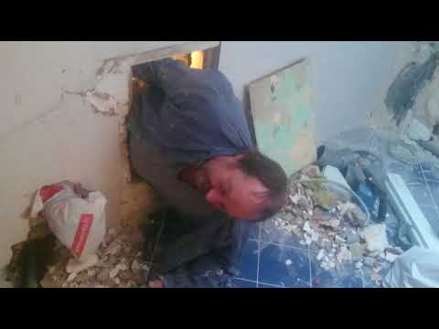 Potbelly man try get to small hole