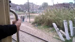 Pakistan Railways:8dn Tezgam Express crossing Kamoke in High Speed