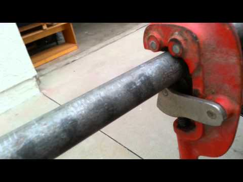 How to cut and tread galvanized pipe DIY.