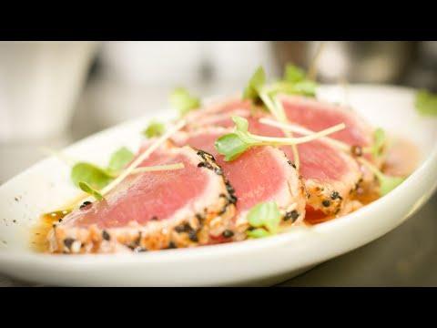 Tuna Tataki • Geflämmter Thunfisch • Sesam • Rettich • Ponzu von Paul Gürtler