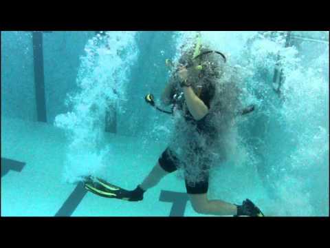 GoPro HD Hero 2 - Slow Motion Scuba Pool Entry