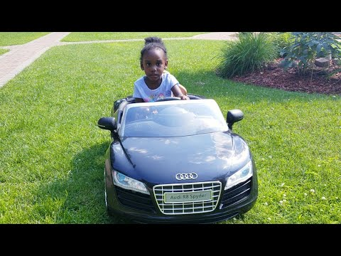 Audi R8 Spyder Roll On 6V Electric Car Review!