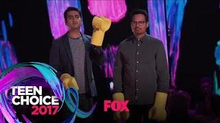 "Michael Peña & Kumail Nanjiani Present The ""Choice Music Group"" Award | TEEN CHOICE"