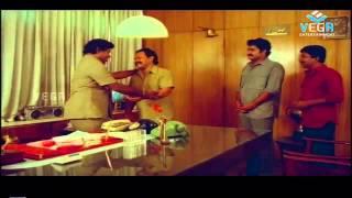 Nadodikkattu   Innocent Helping Mohanlal