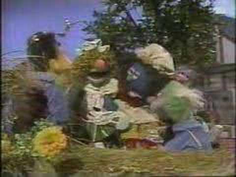 Sesame Street News Flash: Cinderella's glass slipper