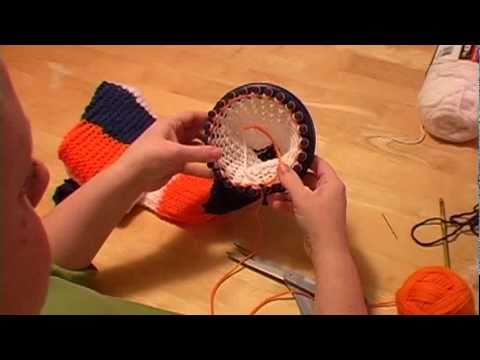 Knitting A Scarf on Round Loom Part 2 (changing color)