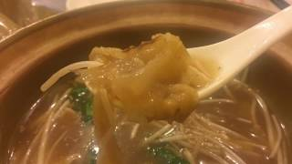 [曼谷美食跟弟走EP48]泰国第一大道石龙军路边大中鱼翅老店与老电影院美味猪肉粥