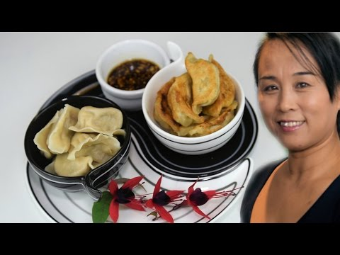 Chinese Dumplings With Garlic Dipping Sauce (Traditional Recipe)