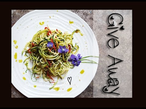 GIVEAWAY - HOW I EAT - RAW ZUCCHINI PASTA | Connie's RAWsome kitchen - STARFRIT SPIRALIZER REVIEW