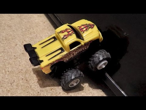 Hot Wheels Magnetic Rev Up Wall Climbing Cars