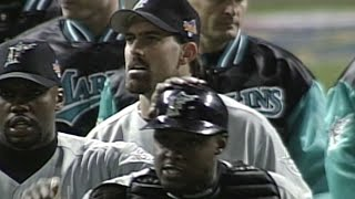 WS1997 Gm3: Nen gets final out, Marlins win Game 3