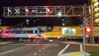 Creaky Railroad Crossing in Thailand / Скрипучий