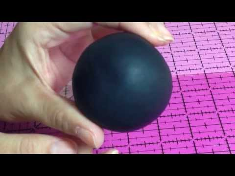 How to cover a ball with gumpaste to make Mickey / Minnie's head