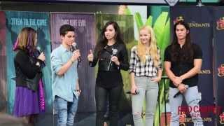 #DescendantsFanEvent Sofia Carson, Dove Cameron, Booboo Stewart, Cameron Boyce #Disney #Descendants