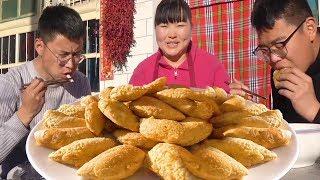 """年味小吃""""炸糕尖尖"""",腌猪肉和豆沙2种馅料,又香又糯,老人孩子都爱吃!【陕北霞姐】"""