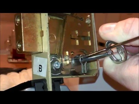 (38) Picking lever locks.