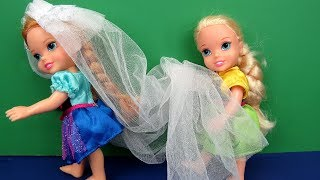 Wedding VEIL trouble ! Elsa and Anna toddlers - beautiful gown - dress up mess
