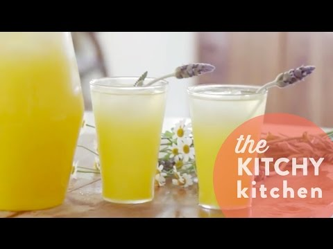 How to Make Lavender Lemonade // Living Deliciously with Carrie Rad