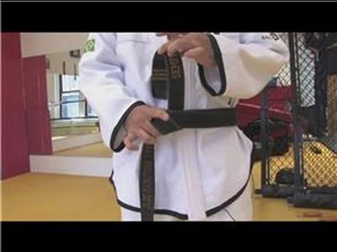Mixed Martial Arts Tips  : How to Tie a Judo Belt