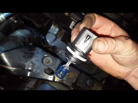 How to Replace Headlight Bulb 2005 2006 2007 Jeep Liberty