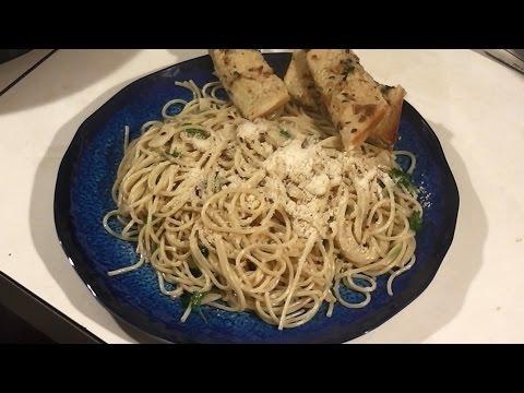 Spaghetti Aglio e Olio Recipe! Spaghetti with Garlic and Olive Oil!