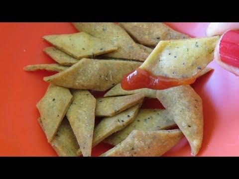 सर्दियों में चाय के साथ खायें मक्की के आटे से बने खस्ता नमकपारे /Crunchy savory tea time snack