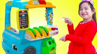 Jannie with Fun Food Truck Toy