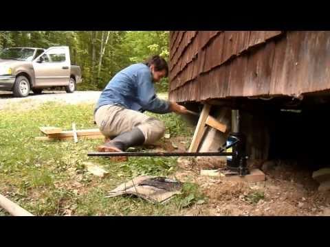 Jacking up a cottage